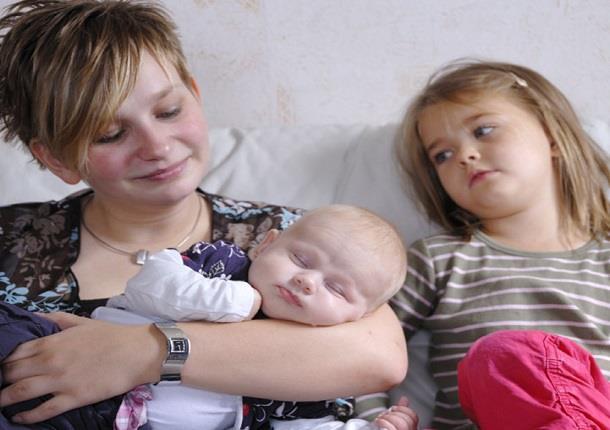 حسادت فرزندان بزرگتر به کودکان تازه متولد شده