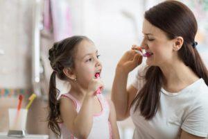 والدین و تشویق به مسواک زدن