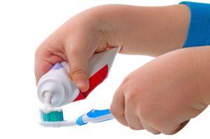 تشویق به مسواک زدن کودک