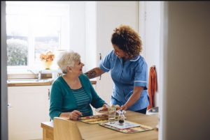 آشپزخانه و دکوراسیون منزل سالمندان