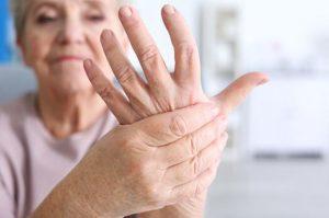 درد دست سالمندان