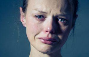 دلیل گریه کردن غیر قابل کنترل