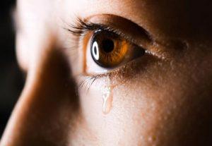 مضرات گریه کردن غیر قابل کنترل