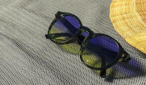 عینک آفتابی و آب